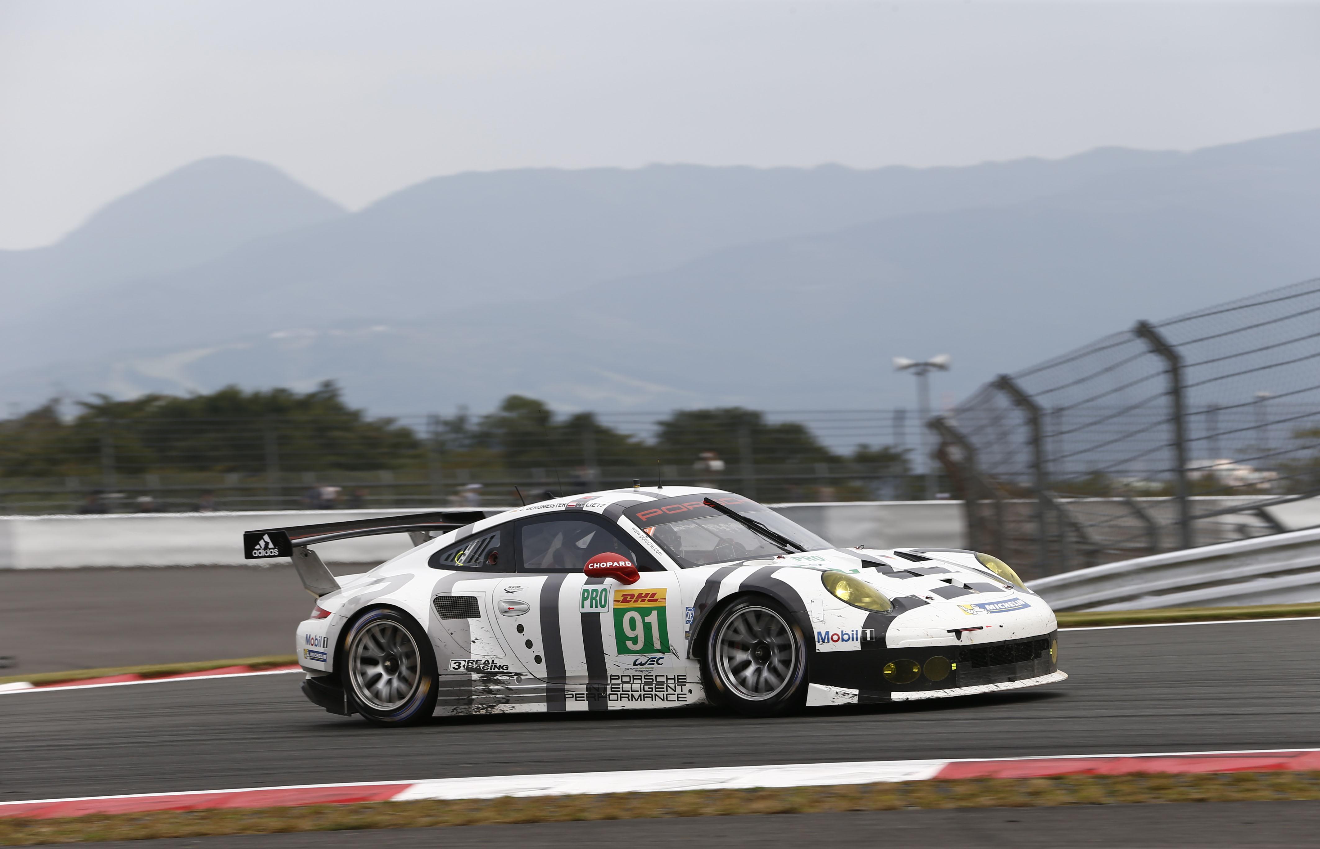 Porsche 911 RSR, Porsche Team Manthey: Joerg Bergmeister, Richard Lietz