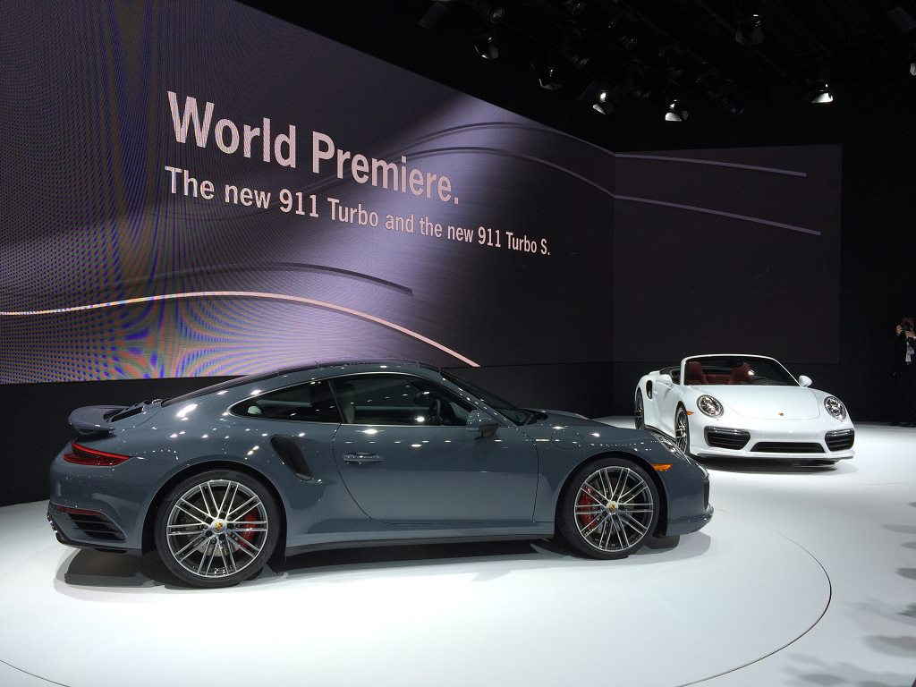 Noile Porsche 911 Turbo şi 911 Turbo S, la Salonul Auto de la Detroit 2016. Credit foto: Porsche Facebook