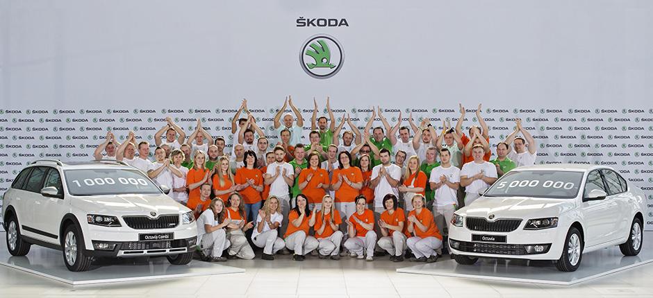 SKODA Octavia Combi cu numărul 1.000.000 și SKODA Octavia cu numărul 5.000.000. Foto: skoda-auto.cm