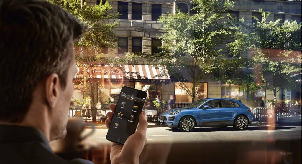 Car Connect App as remote control on smartphone. Foto: Porsche