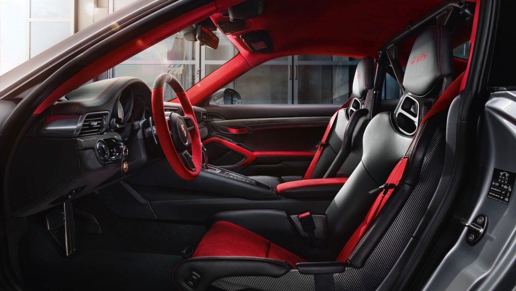 Interior Porsche 911 GT2 RS. Foto: Porsche