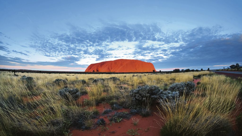Muntele de granit roșu Uluru, Australia. Foto: Porsche