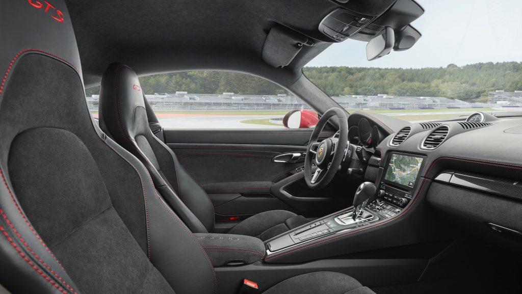Interiorul noului 718 Boxster GTS. Foto: Porsche