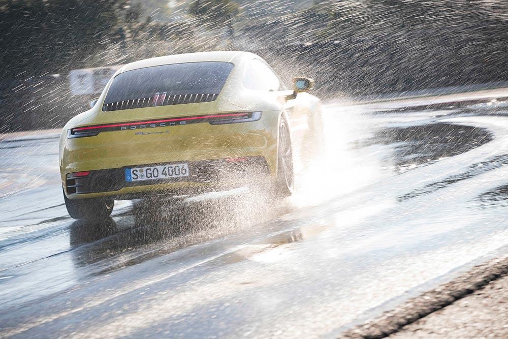 Foto: Porsche Carrera 911 cu modul Wet
