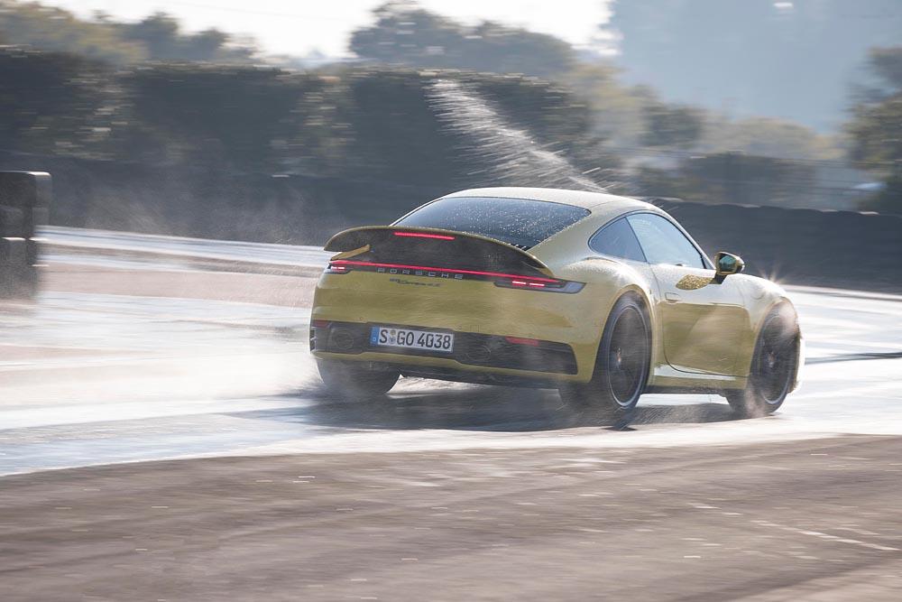 Foto: Porsche 911 Carrera 4S cu modul Wet