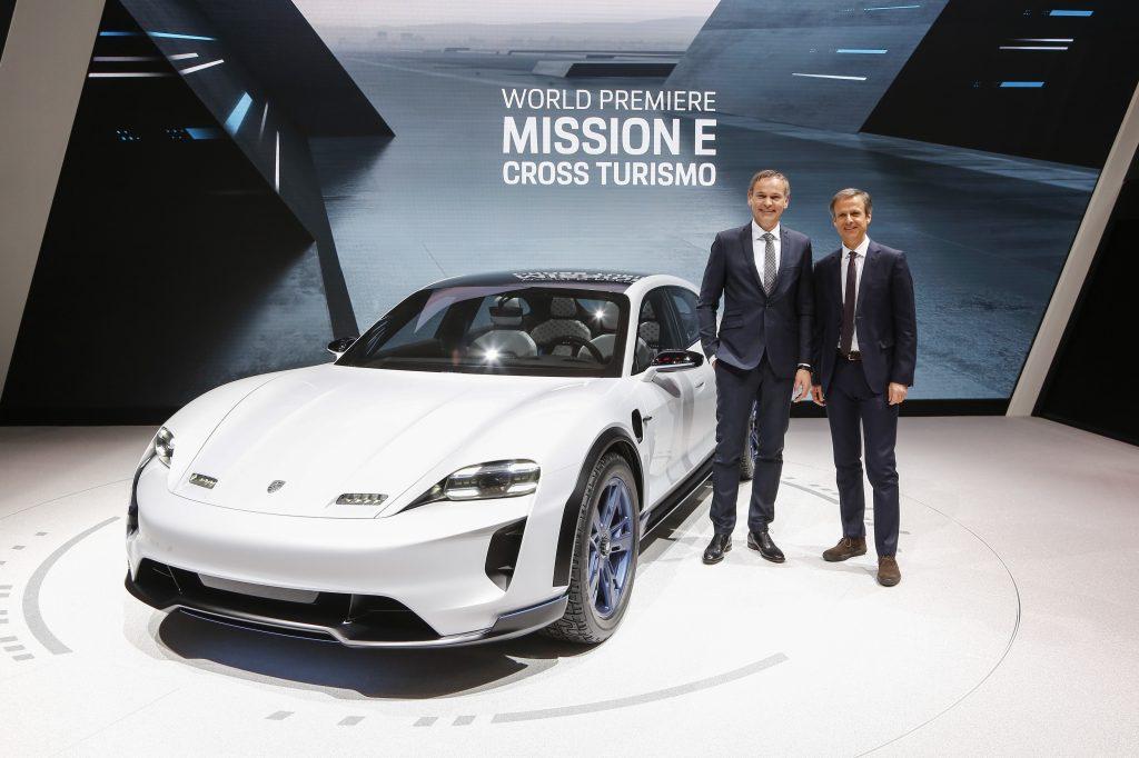 """În 2018, Porsche a introdus studiul conceptului pentru un vehicul utilitar Cross complet electric: """"the Mission E Cross Turismo."""" Foto: Porsche"""