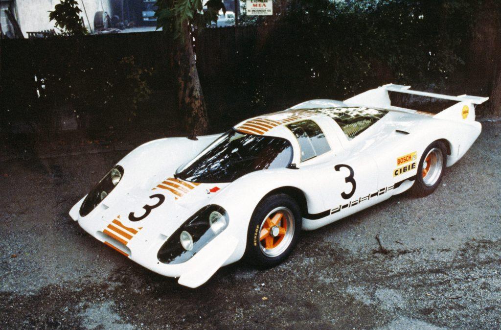 Modelul 917-001 a fost vopsit în alb și portocaliu pentru apariția sa la Salonul Auto Internațional de la Frankfurt, în 1969.