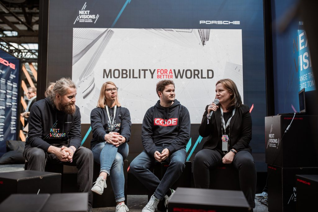 Jury members: Robert Martin (Porsche Digital / APX), Anja Hendel (Head of Porsche Digital Lab), Thomas Bachem (Founder & Chancellor of CODE University of Applied Sciences), Daniela Rathe (Head of Politics, External Relations and Sustainability Porsche AG) (left-right) Foto: Porsche