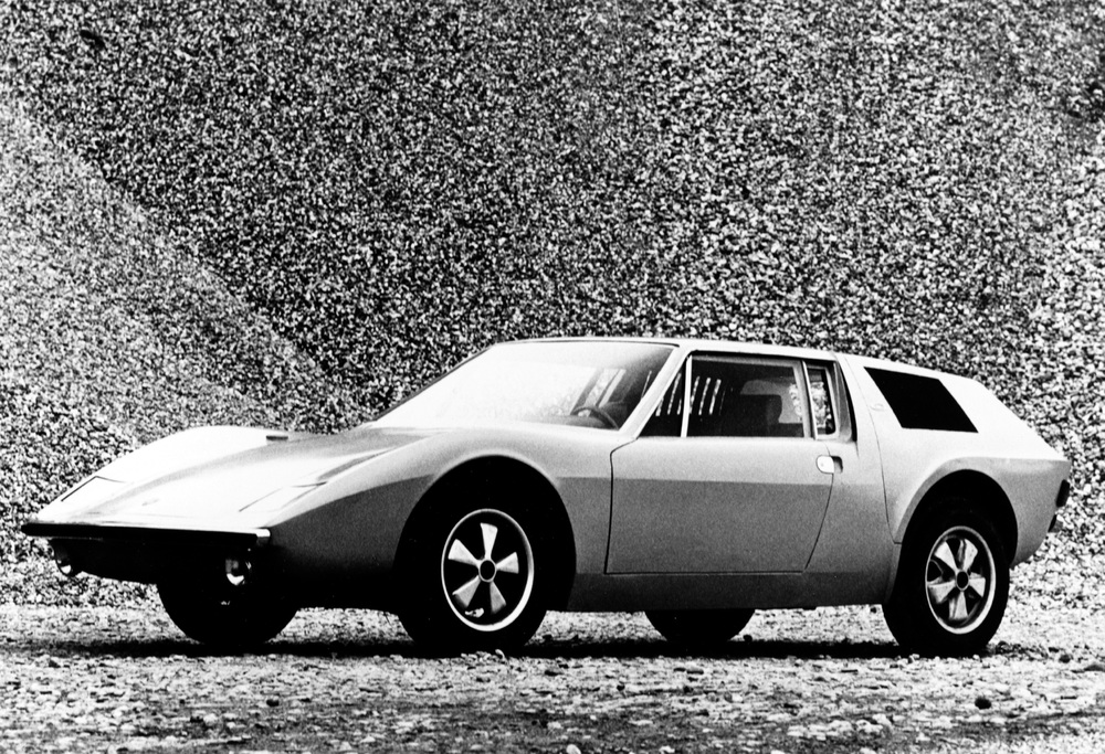 Car designer Albrecht Graf von Goertz created his own vision of a 914: the 914/6 was presented at the 1970 Geneva Motor Show. Foto: Porsche